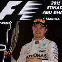 Mercedes driver Nico Rosberg holds the trophy on the podium after winning the Abu Dhabi Grand Prix on Sunday. | AFP-JIJI
