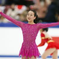 Mao Asada salutes the crowd at the Big Hat during the NHK Trophy in Nagano on Friday. The three-time world champion struggled during her short program and placed fourth with 62.50 points.   KYODO