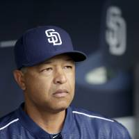 Dodgers start new era with Roberts hire