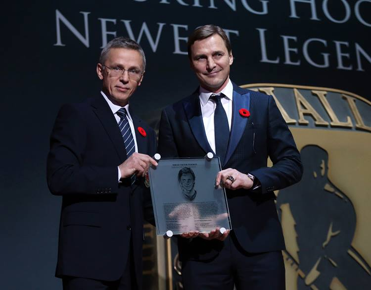 Igor Larionov (left) presents Sergei Fedorov with his plaque at the 2015 Hockey Hall of Fame Induction Ceremony in Toronto on Monday. | FACEBOOK / HOCKEY HALL OF FAME