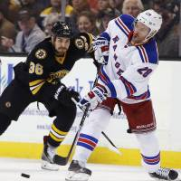 Bruins rally late to extend streak