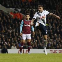 Tottenham sweeps past West Ham to close in on top four