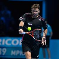 Wawrinka powers into semis