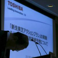 Toshiba Corp President and CEO Masashi Muromachi bows before a news conference at the company headquarters in Tokyo on Monday.  | REUTERS