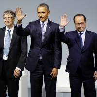 Dignitaries (from left) Canadian Prime Minister Justin Trudeau, Microsoft CEO Bill Gates, U.S. President Barack Obama, French President Francois Hollande and Indian Prime Minister Narendra Modi wave during the 'Mission Innovation: Accelerating the Clean Energy Revolution' meeting at the COP2, United Nations Climate Change Conference, in Le Bourget, north of Paris, Monday. | IAN LANGSDON, POOL PHOTO VIA AP