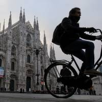 Bicyclists have field day as smog-hit Milan bans car use