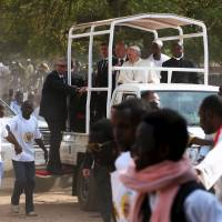 Pope visits holdout Muslim enclave in strife-plagued Bangui, brings peace message