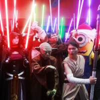 'Star Wars: The Force Awakens' passes $250 million globally after a record Friday