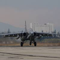 A Russian Sukhoi Su-34 bomber lands at the Russian Hmeimin military base in Latakia province, in the northwest of Syria, on Wednesday. Russia began its air war in Syria on Sept. 30, conducting airstrikes against a range of anti-regime armed groups including U.S.-backed rebels and jihadi groups. | AFP-JIJI