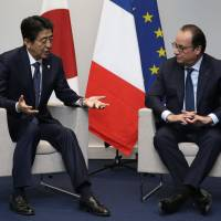 Abe, Hollande call for international solidarity against terrorism