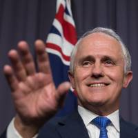 Australian Prime Minister Malcolm Turnbull will hold talks with his Japanese counterpart on Friday. They are expected to expand defense cooperation. | AP / KYODO