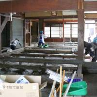 Volunteers clean the store of Nomura Jozo, a sake brewery in Joso, Ibaraki Prefecture, in October after it was flooded in September. | KYODO