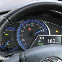 In a hacking experiment carried out in Hiroshima on Dec. 1, the speedometer in a parked vehicle shows 180 kph. | KYODO