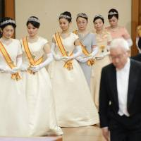 (From left) Princess Kiko, her daughters Princess Mako and Princess Kako, and other female members of the Imperial family enter the Matsu-no-ma hall at the Imperial Palace on Jan. 1, 2015, to attend a New Year's ceremony. | POOL