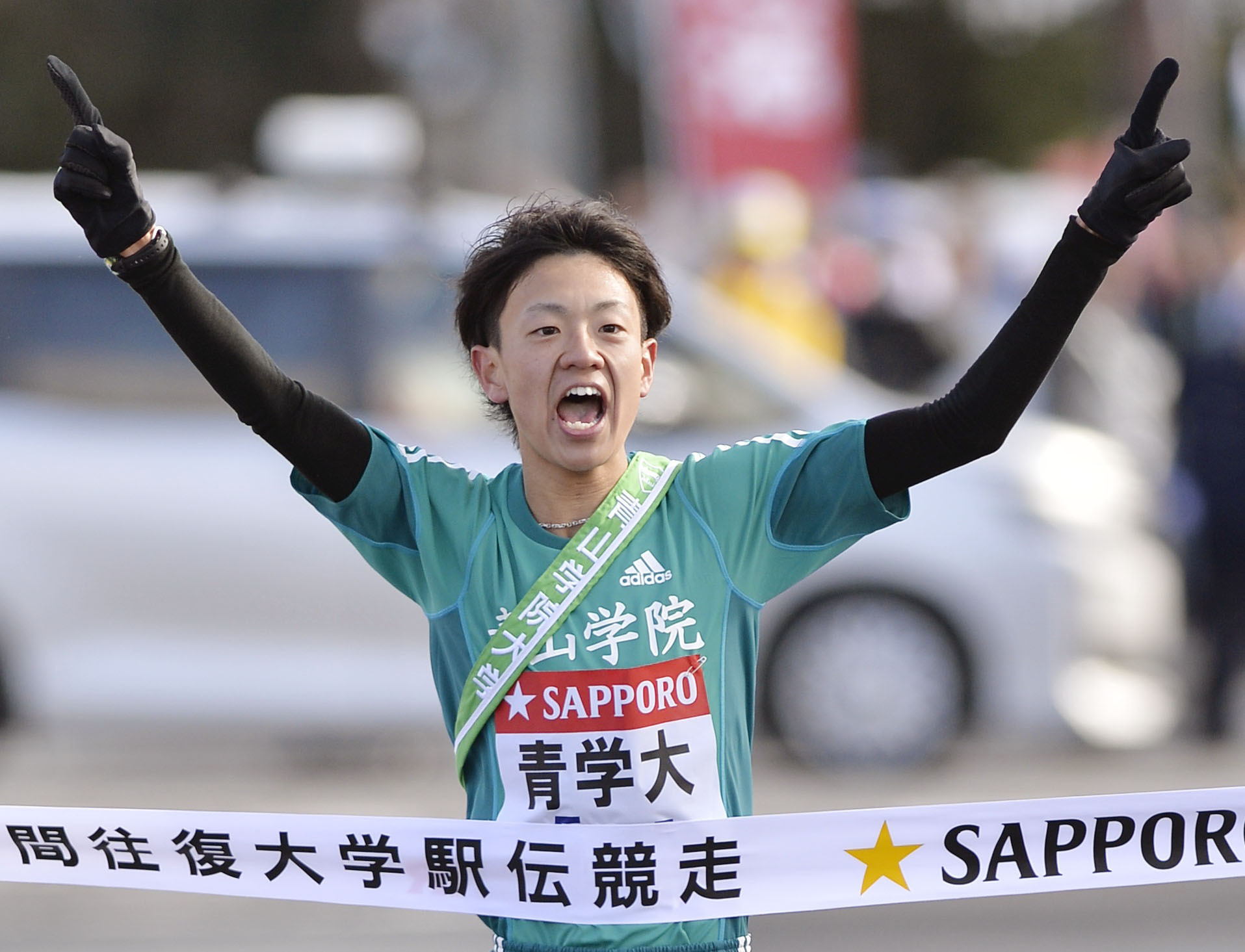 Faster than a speeding bullet: Aoyama Gakuin University student Daichi Kamino crosses the finish line on the first day of the Tokyo-Hakone ekiden race on Jan. 2, 2015.   KYODO