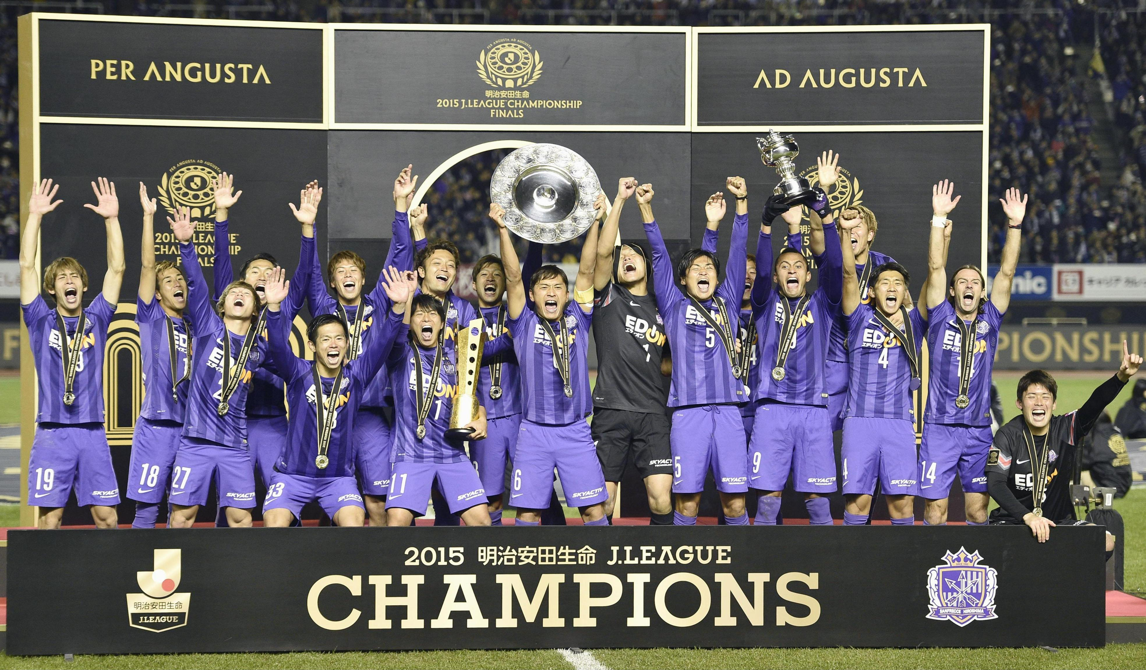 Sanfrecce Hiroshima players celebrate the team's J. League title on Saturday at Edion Stadium, where they wrapped up a 4-3 aggregate victory in the two-leg championship final over Gamba Osaka.   KYODO