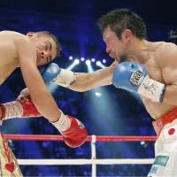 Challenger Akira Yaegashi punches Javier Mendoza in the head during their IBF light flyweight title bout on Tuesday at Ariake Colosseum. Yaegashi claimed the title, winning by unanimous decision. | KYODO
