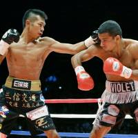 Super featherweight champion Uchiyama defends title for 11th time