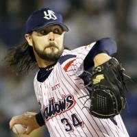Tony Barnette finished tied for the most saves in NPB last season with 41 for the Swallows. | KYODO