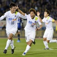 Sasaki, Kashiwa strike late as Sanfrecce beat Gamba in first leg of final