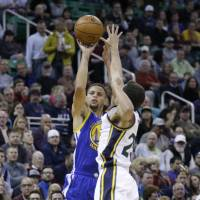 Warriors move to 19-0 with victory over Jazz