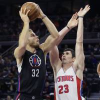 Clippers edge Pistons in OT