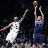 Nowitzki moves past Shaq as Mavericks top Nets in OT