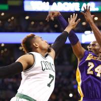 Kobe solid in victory against rival Celtics
