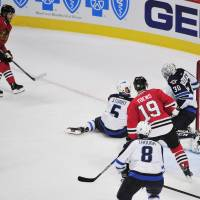 Kane extends points streak to 25 as Blackhawks top Jets