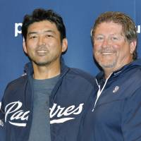 Takashi Saito (left) pitched seven seasons in the majors. | KYODO