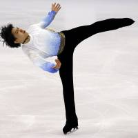 Hanyu sets world record again at Grand Prix Final