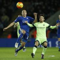 Leicester midfielder Gokhan Inler (left) and Manchester City's David Silva vie for the ball on Tuesday. | AFP-JIJI