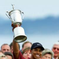 Tiger Woods lifts the trophy after winning the U.S. Open in a June 18, 2000, file photo. | AP