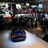 People watch Toyota Motor Corp.'s Lexus fuel cell concept car at the Tokyo Motor Show in October last year. | BLOOMBERG
