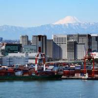 Japan's 2015 trade deficit narrows as oil prices tumble