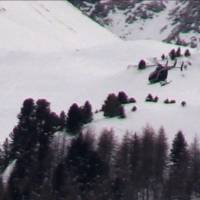 An image grab taken from a video released by Le Dauphine shows a helicopter hovering over the site of an avalanche that killed five French Foreign Legionnaires near the resort of Valfrejus in the French Alps on Monday. | LEDAUPHINE.COM / AFP-JIJI