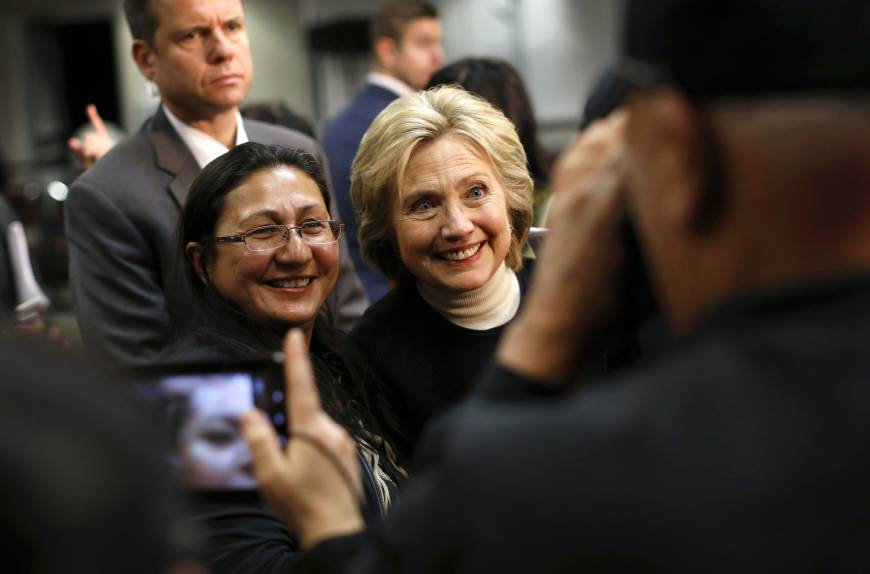Top U.S. LGBT group gives endorsement to Clinton