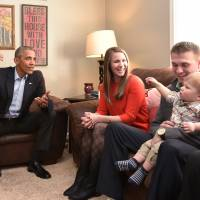 U.S. President Barack Obama takes part in a living room discussion in the home of Lisa Martin and Jeff Martin and their son, Cooper, in Omaha, Nebraska, on Wednesday. Llisa Martin as a new mother had written a letter to Obama about her concens for the future her son would grow up in. | AFP-JIJI