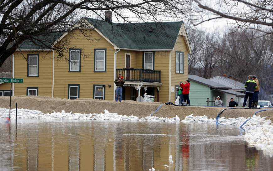 Illinois National Guard deploys as Midwest floods deadly to 28 abate; downstream states face deluge