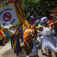Revelers wearing Greek style costumes raise awareness of the need to prevent the spread of the Zika virus in the first carnival 'Bloco' (street parade group) under the theme 'Rio: The Olympics are here' on the streets of Rio de Janeiro on Saturday. | AFP-JIJI