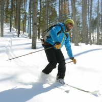 A guide takes part in backcountry skiing at Norikura Kogen resort in Matsumoto, Nagano Prefecture, on Feb. 2 last year. | KYODO