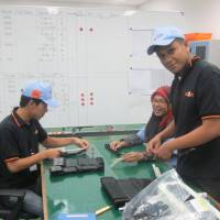 Workers from the ASEAN region work at a factory in Indonesia. | NIFCO INC.