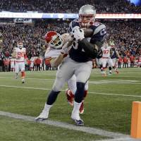 New England's Rob Gronkowski catches a touchdown pass during the Patriots' 27-20 win over the Chiefs on Saturday. | AP