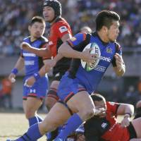 Panasonic's Shota Horie runs with the ball during the LIXIL Cup final on Sunday.   KYODO
