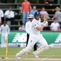 England's Joe Root plays a shot during the second day of the third test match between South Africa and England in Johannesburg on Friday. | AFP-JIJI