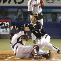 New rules at home plate put onus on Japanese umpires