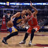 Curry, Warriors crush Bulls