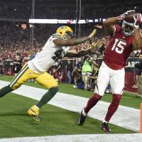 Arizona's Michael Floyd (15) catches a pass for a touchdown during the Cardinals' 26-20 win over the Packers. | USA TODAY / REUTERS