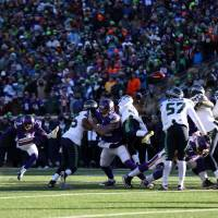 Vikings kicker Blair Walsh (second from left) attempts a field goal during the fourth quarter against the Seahawks on Sunday. Walsh missed the kick. | USA TODAY / REUTERS