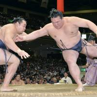 Kisenosato (right) will again be looking for his elusive first title at the New Year Grand Sumo Tournament in Tokyo starting Sunday. | KYODO